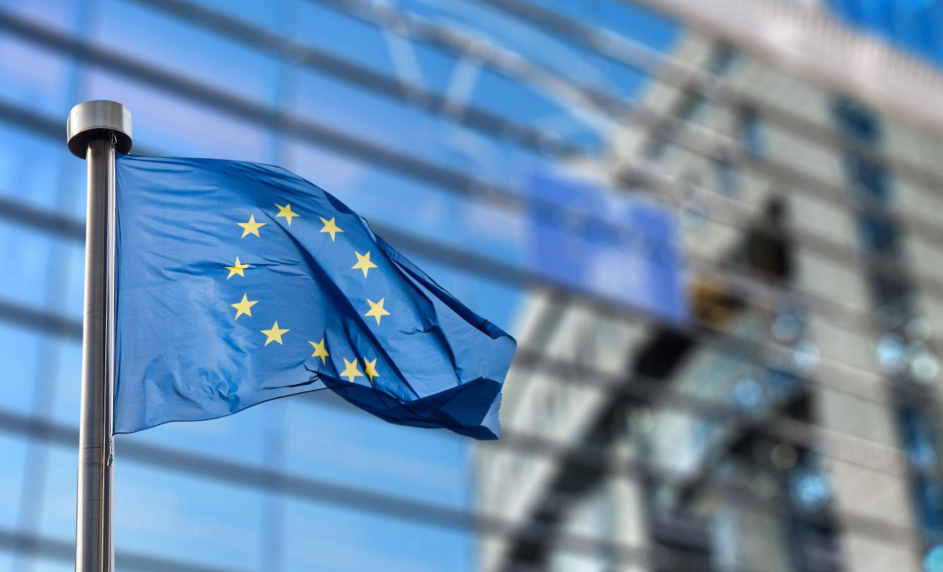 Europese vlag bij Europees parlement