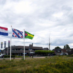 Donkerbroek vlaggen